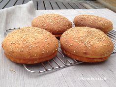 Har du stiftet bekendtskab med Soul Bread? Du har noget at glæde dig til, hvis du er breadaholic, for det er ikke, som du ellers kender lowcarb brøderstatninger. Opskriften finder du på en del amerikanske sider og nu også på dansk ved CDJetteDCs LCHF, Soul Breads opfinder er Gloria... We owe it all to Gloria Koch... Prøv det som burgerboller, baguettes, rundstykker, håndværkere, fødselsdagsboller, flutes og pølsebrød, helt uden æggesmag og med højt proteinindhold fra proteinpulveret.