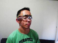 γυαλιά για τυφλούς http://www.superdad.gr/mas-aresan/mathitis-apo-tin-arta-eftiaxe-eidika-gyalia-gia-tyflous-kai-ton-apothewnei-h-google/