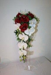 Eleganter Braustrauss mit Orchideen und Rosen aus exklusiver Seidenfloristik