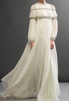 Delicate and romantic @giambattistavalliparis Couture gown #giambattistavalli #giambattistavallicouture #couture #eveningwear #boutique #shopnow