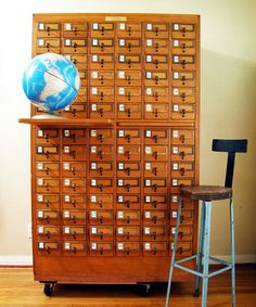 Vintage 84 Drawer Maple Card Catalog by twentytimesi on Etsy--this is how we looked up books in the library back in the day. Vintage Industrial, Industrial Interiors, Modern Industrial, Industrial Design, Vintage Cards, Vintage Items, Desk Layout, Style Deco, Vintage Storage