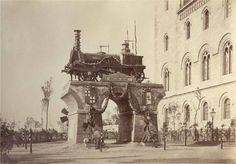 1877.Monument a la primera línia de ferrocarril catalana Barcelona-Mataró, davant la Universitat.