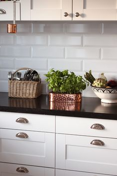 White subway tiles are cheap & classy to brighten up the kitchen. Add touch of glass tile for color would be great! I like the color combo (light cabinets, dark counter tops and white subway tiles) Kitchen Redo, Kitchen Backsplash, New Kitchen, Kitchen Remodel, Kitchen Dining, Kitchen White, Ranch Kitchen, Long Kitchen, Cheap Kitchen