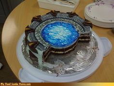 Amazing Stargate Cake [Pictures] maybe I can alter it to look like the skylander portal Thor, Daniel Jackson, Stargate Atlantis, Cake Pictures, Moving Pictures, Geek Art, Creative Cakes, Let Them Eat Cake, Amazing Cakes