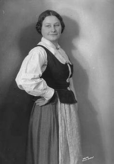 Galleri NOR; Trønderdragt, Anne Holm 1926