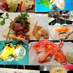 北海道に来ると必ず、行くお店です(^^) 蟹遊コース *前菜 *ずわい蟹のお刺身 *とうもろこしの冷製スープ *焼きタラバ *鮑焼き *十勝和牛ヒレステーキ *サラダ *ガーリックライス(写っていませんが、お腹がいっぱいでお土産に^^; *アイスクリーム、夕張メロン *赤ワイン なんだかんだ、言いつつ、赤ワインフルボトルを飲み干し、もう、お腹がいっぱいでガーリックライスはテイクアウトに、食べ過ぎましたというより、目は欲しいけど食べられなくなりました^^;歳かな~ - 110件のもぐもぐ - 札幌かに家 蟹遊亭(2日目) by kzsyk
