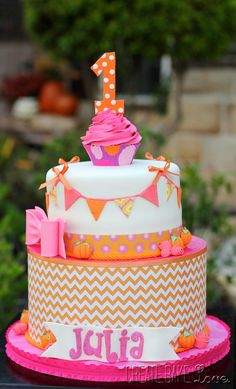 Have I mentioned that I'm loving the pink and orange combo right now?!? I received this order for a first birthday cake for a little girl ...