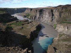 Il est situé dans le nord de l'Islande près de la rivière Jökulsá á Fjöllum (deuxième plus long fleuve de l'Islande faisant 206 km). Depuis le 7 Juin 2008, c'est devenue une partie du grand parc national de Vatnajökull.    Il y a dans le parc Jökulsárgljúfur une cascade appelée Dettifoss non loin du lac Mývatn. Elle est localisée sur la rivière, qui coule du glacier de Vatnajökull et qui recueille toute l'eau d'une vaste zone du nord du pays.