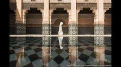 Takashi Nakagawa esperó a que se diera la oportunidad perfecta para tomar esta foto en la madraza de Ben Youssef, en Marruecos.