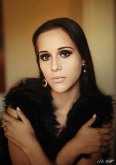 V Rebel Fotografia - Fotografia de moça. Ao ar livre. #fotografiaderetrato #portrait #girl #woman #fotografia #beleza #mulher #moça #retrato #beauty #sintaselinda #womanportrait #home #make #makeup