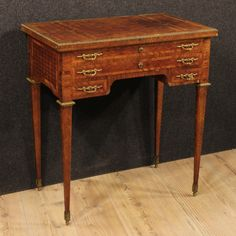1450€ French inlaid dressing table of the early 20th century. Visit our website www.parino.it #antiques #antiquariato #furniture #antiquities #antiquario #desk #table #tavolo #scrivania #writingtable #bureau #inlay #inlaid #decorative #interiordesign #homedecoration #antiqueshop #antiquestore #dressingtable #toilette