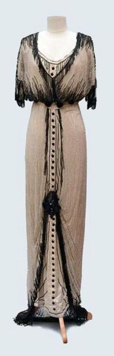 Evening dress ca. 1910. Cream-colored silk satin and white tulle, embroidered with black pearls. Auctions Eve by Wirth, L