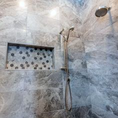 From herringbone tile to marble slabs and beyond, discover the top 70 best shower niche ideas. Explore recessed shelf designs for soaps and shampoos. Tile Shower Niche, Bathroom Niche, Bathroom Tub Shower, Tub Shower Combo, Bathroom Remodeling, Remodeling Ideas, Master Bathroom, Bathroom Ideas, Bathrooms