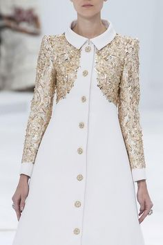 Click onto the dress for an amazing look-see of Chanel Haute Couture fall 2014
