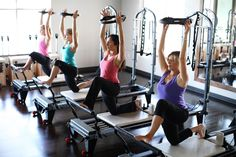 Kneeling Lunge on the Pilates Reformer using the Pilates Ring #entradaencalorpilates