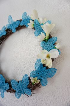 Jarní věnec s motýly z březového proutí Hanukkah, Dyi, Upcycle, Wreaths, Seasons, Knitting, Projects, Home Decor, Log Projects