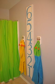 love the growth chart! need to make best friends with someone with a cricut or sillouette :)