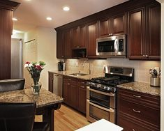 Kitchen paint colors with dark cabinets kitchen colors for dark wood cabinets dark wood kitchen cabinets Dark Wood Kitchen Cabinets, Dark Brown Cabinets, Dark Wood Kitchens, Wood Floor Kitchen, Brown Kitchens, Kitchen Cabinet Colors, Kitchen Flooring, Kitchen Countertops, New Kitchen