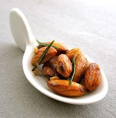 La Gourmande: Rosemary & Garlic Roasted Almonds