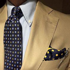 Foulards and polka dots