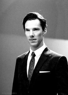 Benedict Cumberbatch you could cut yourself on those cheekbones . Benedict Sherlock, Sherlock Bbc, Jim Moriarty, Sherlock Quotes, Sherlock Cumberbatch, Colin Firth, Martin Freeman, Wattpad, Beautiful Men