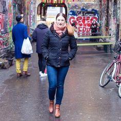 Heute ist Tag der Foto-Tipps: Bilder wirken immer dynamischer wenn man sich tatsächlich bewegt! Klingt banal aber wird oft vergessen. Danke an @baerlinki dass sie für mich in der Kälte ausgeharrt und mein Model gespielt hat! . . . . #Luxundpoppy #blog #blogger #blogging #germanblogger #berlinblog #ontheblog #lifestyleblog #lifestyleblogger #makesomething #creativelife #createeveryday #thatsdarling #makersgonnamake #creativelifehappylife #creativeentrepeneur #28DaysOfBlogging
