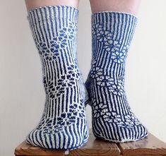 65 ideas knitting patterns free ravelry sock yarn for 2019 Crochet Keychain Pattern, Crochet Socks Pattern, Crochet Mittens, Crochet Slippers, Baby Knitting Patterns, Loom Knitting, Knitting Socks, Free Knitting, Kids Knitting