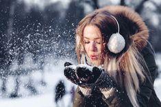 Bewegung in frischer Luft z.B. hilft uns dabei, unser Immunsystem zu staerken Winter Mode, Fall Winter, Winter Season, Ben Y Holly, Cardigan Long, Winter Hairstyles, Winter Accessories, Trendy Accessories, Winter Is Coming