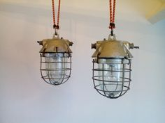 Twee Bully kooilampen - industrie/fabriekslampen
