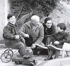 Picasso and Franciose Gilot with children Claude and Paloma