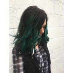 20 Photos That Prove Emerald Hair Is Edgy Yet Wearable