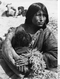 File:Bundesarchiv Bild 135-S-15-48-23, Tibetexpedition, Golok Frau mit Kind.jpg Title Tibetexpedition, Golok Frau mit Kind Original caption Lhasa, Ngoloklager, Mutter mit Kind Archive description Tibeterin Depicted place Tibetexpedition