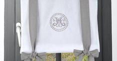 Rideau vitrage 45x100cm gris et blanc et écusson brodé avec ruban à nouer gris en coton MARIE Rideau Vitrage, Marie, Tote Bag, Bags, Tape, Curtains, Cotton, Embroidery, Handbags