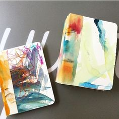 Have you watched the newest The Living Studio video with @dinawakley? So good and so fun.  Making my own art journals is always so much more fun than buying one (and I like that too:-)). Come on over to the blog and read all about it or go directly to jeanneoliver.ning.com and watch!  This photo is of the journals made by @christiedrahnak and her son! So fun!! #jeanneoliver #jeanneolivercreativenetwork #thelivingstudio #dinawakley #handmadejournal #artjournal