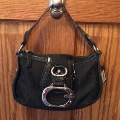 42d433ea1f6 Selling this Guess Purse in my Poshmark closet! My username is  michelef4.