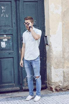 Casual but loose the ripped jeans Style Casual, Casual Outfits, Men Casual, Fashion Moda, Mens Fashion, Fashion Trends, Fashion Styles, Style Fashion, Moda Blog