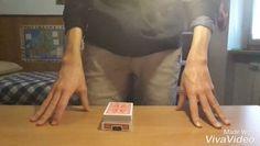 Una magia che senza il commento non rende come potrebbe ma che resta un grande effetto: una carta scelta a caso in un mazzo rosso resta l'unica carta rossa mentre il mazzo diventa blu e poi diventa blu anche lei!!! #cardporn #cardtrick #cardaddict #cardmagic #magic #sleightofhand by anonimo345423