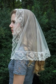 Evintage Veils~ Traditional Pale Champagne/Black/White/Champagne Mantilla Vintage Inspired Lace Chapel Veil Classic D Shaped Veil Champagne, Chapel Veil, Chantilly Lace, Timeless Classic, Fabric Samples, Absolutely Gorgeous, Lace Trim, Compliments, Vintage Inspired