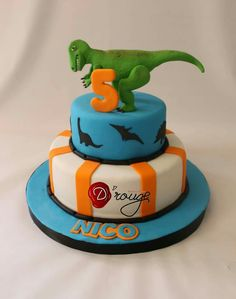 Torta dinosaurios Dinosaur Birthday, Four Square, Cake, Desserts, Food, Cakes For Kids, Unicorn Pinata, Mickey Mouse Birthday, Tailgate Desserts
