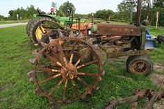 Very Old John Deere Old John Deere Tractors, Jd Tractors, John Deere Equipment, Old Farm Equipment, Antique Tractors, Vintage Tractors, Transportation Technology, Yesterday And Today, Steam Engine