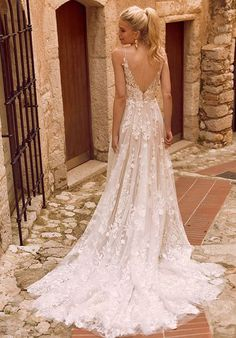 A perfect secret garden wedding gown - rich botannical embroidered lace applique. - A perfect secret garden wedding gown – rich botannical embroidered lace appliques - Top Wedding Dresses, Wedding Dress Trends, Boho Wedding Dress, Mermaid Wedding, Bridal Dresses, Wedding Gowns, Maxi Dresses, Summer Dresses, Backless Wedding