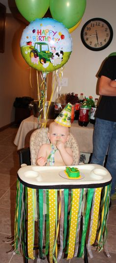 Decorate Rohan's high chair with red, green, and blue streamers with Thomas balloons attached to the back!