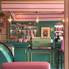restaurant deko Pink green and gold cafe - Café Retro, Deco Retro, Retro Cafe, Architecture Restaurant, Restaurant Design, Pink Restaurant, Wes Anderson Color Palette, Design Retro, Grand Budapest Hotel