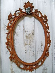 Large ornate frame French market style vintage shabby chic rusty distressed home decor via Etsy. Shabby Home, Shabby Chic Homes, Vintage Shabby Chic, Shabby Chic Decor, Vintage Country, Old Frames, Vintage Frames, Frame Crafts, Diy Frame
