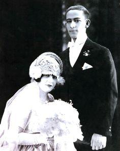 1920's wedding. Love the head dress! (my grandparents) Look @kathyireland @sixechojnz &@Ilikeweddings