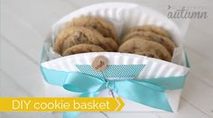 DIY+Cookie+Basket+Made+From+A+Paper+Plate Great for bake sale donations. Cookie Gift Baskets, Cookie Gifts, Food Gifts, Homemade Cookies, Homemade Gifts, May Day Baskets, Cute Cookies, Birthday Cookies, Holiday Cookies