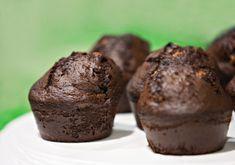 Cum se fac briosele cu ciocolata. Reteta de briose cu ciocolata. Briose pufoase cu ciocolata reusite. Reteta garantata. My Recipes, Cooking Recipes, Muffins, Goodies, Food And Drink, Cupcakes, Yummy Food, Sweets, Breakfast