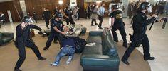 InfoNavWeb                       Informação, Notícias,Videos, Diversão, Games e Tecnologia.  : Pelo menos 6 policiais estão detidos após protesto...