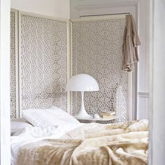 White screens in the bedroom | Ministry of Deco