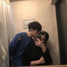 Pin by giselle segura on j/k ulzzang in 2019 Cute Couple Art, Cute Couple Pictures, Friend Pictures, Couple Photos, Mode Ulzzang, Korean Ulzzang, Ulzzang Girl, Cute Couples Goals, Couple Goals
